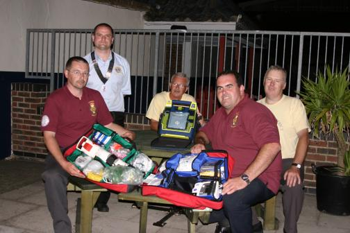 Lion President Paul Senior presents new Defibrulator kit